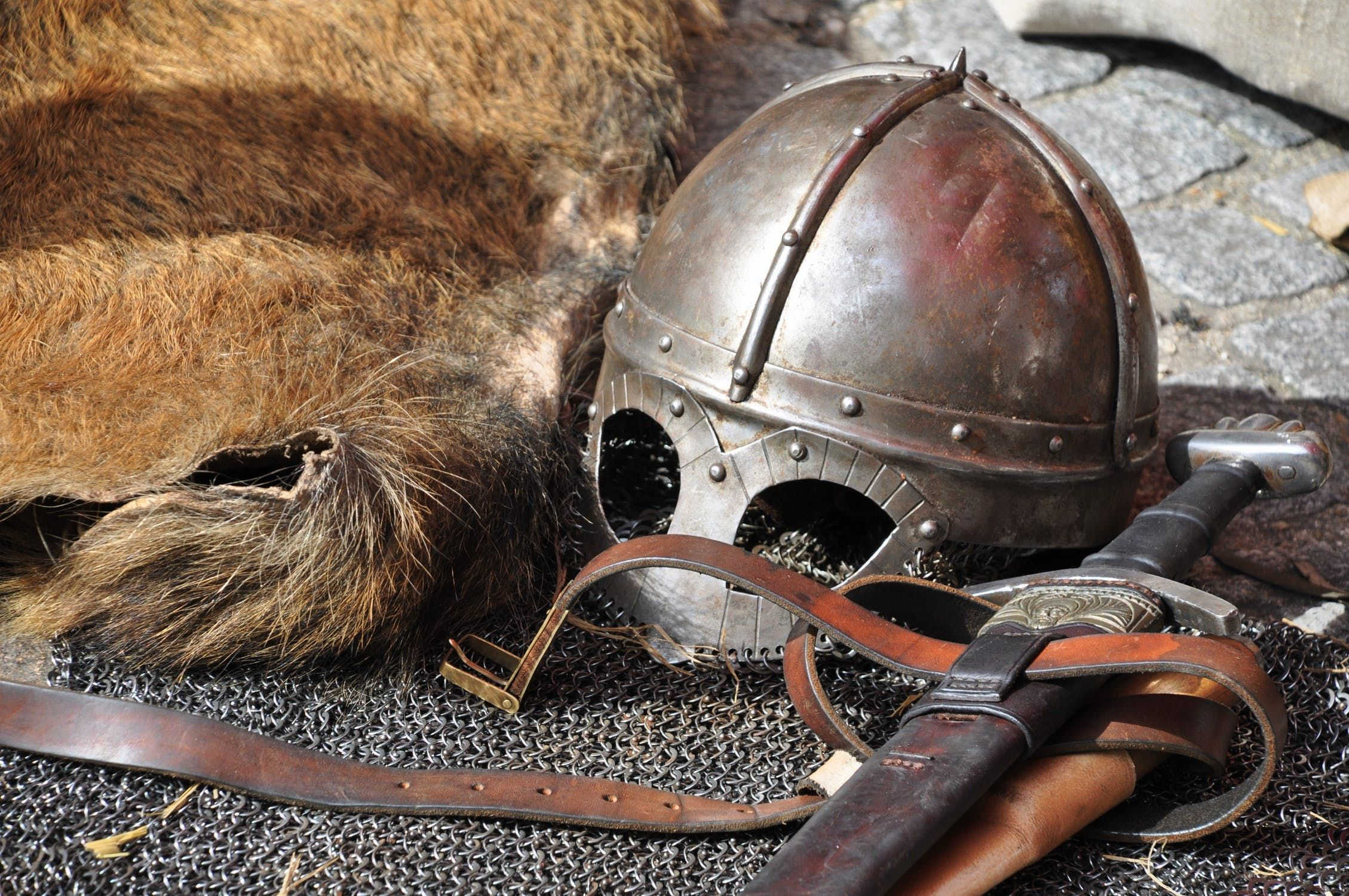 knight-armor-helmet-weapons-161936.jpe