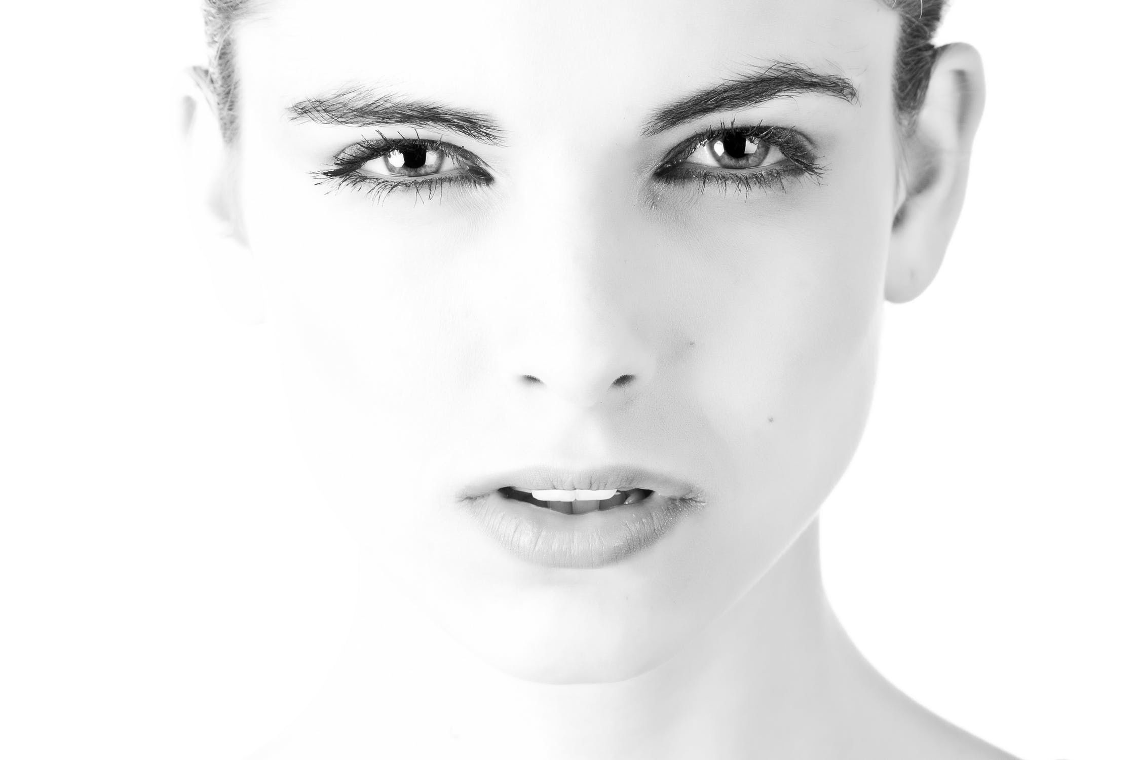 model-face-beautiful-black-and-white-407035.jpe
