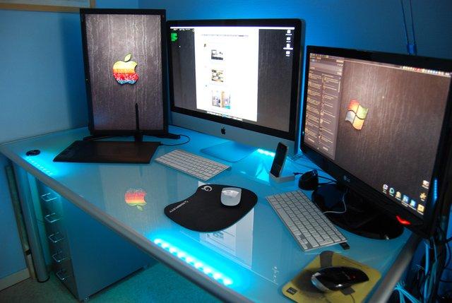 glas schreibtisch f r hobbyzimmer gesucht raidrush board. Black Bedroom Furniture Sets. Home Design Ideas