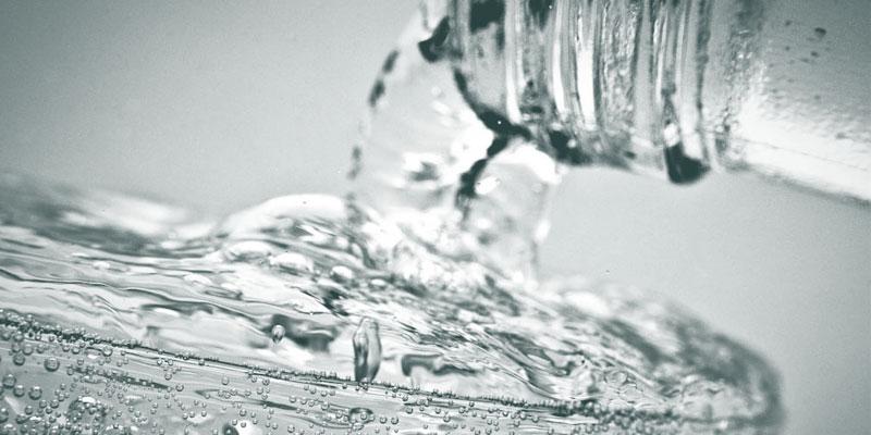 trinkwasser-mineralwasser.jpg