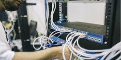 techniker-vdsl-switch-router.jpg