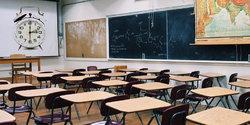 klassenzimmer-uhrzeit.jpg